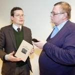 Eesti ajakirjanik Mart Ummelas usutlemas Soome kolleegi.